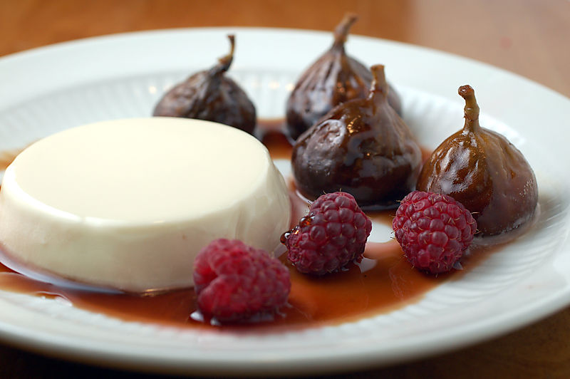 Honey_yogurt_panna_cotta_4