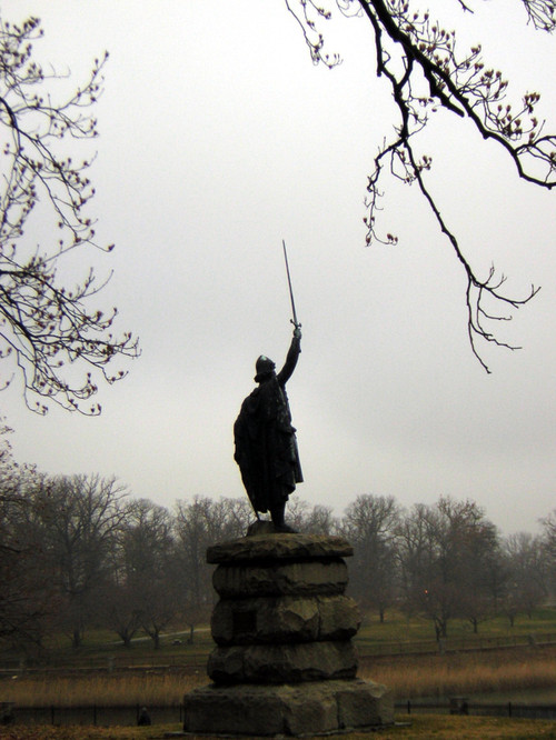 Statue_at_druid_park_2